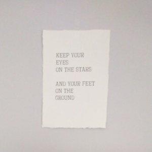 distelroos-Op-de-Maalzolder-poster-Keep-your-eyes-on-the-stars
